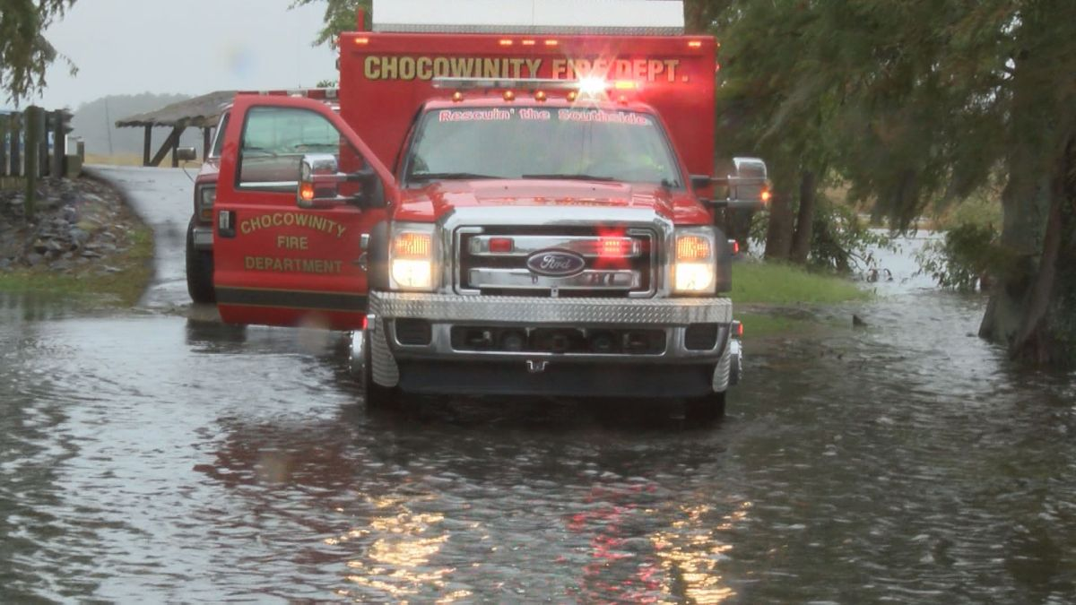 beaufort co first responders brave floods to check on residents beaufort co first responders brave floods to check on residents wnct