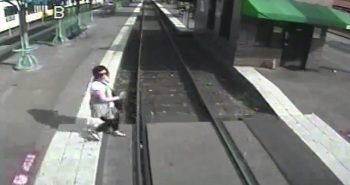 trimet distracted pedestrian a 11202015