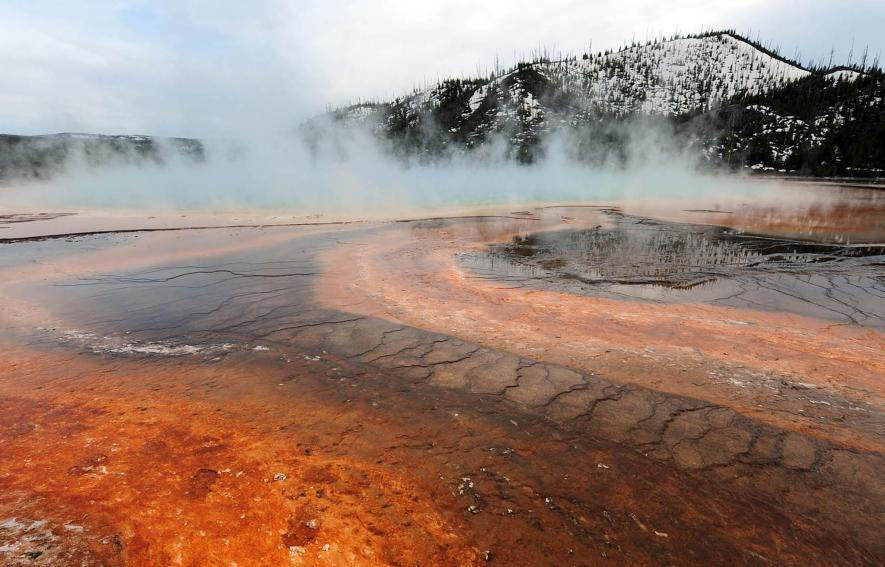 Could a super-volcano under Yellowstone National Park erupt soon ?