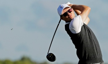 Team Europe''s Justin Rose hits a drive on the third hole during a practice round for the Ryder Cup golf tournament Thursday, Sept. 29, 2016, at Hazeltine National Golf Club in Chaska, Minnesota. Rose lost $100 after a heckler successfully sank a putt Thursday. (Charlie Riedel/AP)