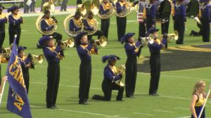 ecu-band-kneeling