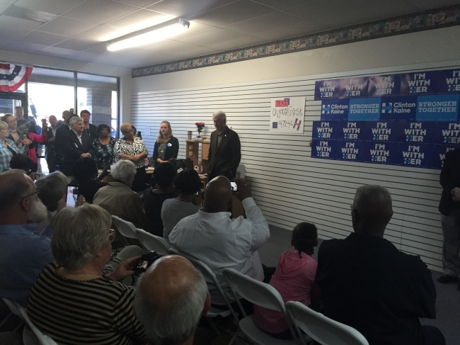Bill Clinton makes suprise stops in Kinston, New Bern before Greenville visit