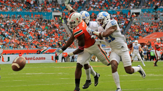 MIAMI GARDENS, FL - OCTOBER 15: David Njoku #86 of the Miami Hurricanes has a pass broken up by Myles Dorn #21 of the North Carolina Tar Heels during a game  at Hard Rock Stadium on October 15, 2016 in Miami Gardens, Florida.  (Photo by Mike Ehrmann/Getty Images)