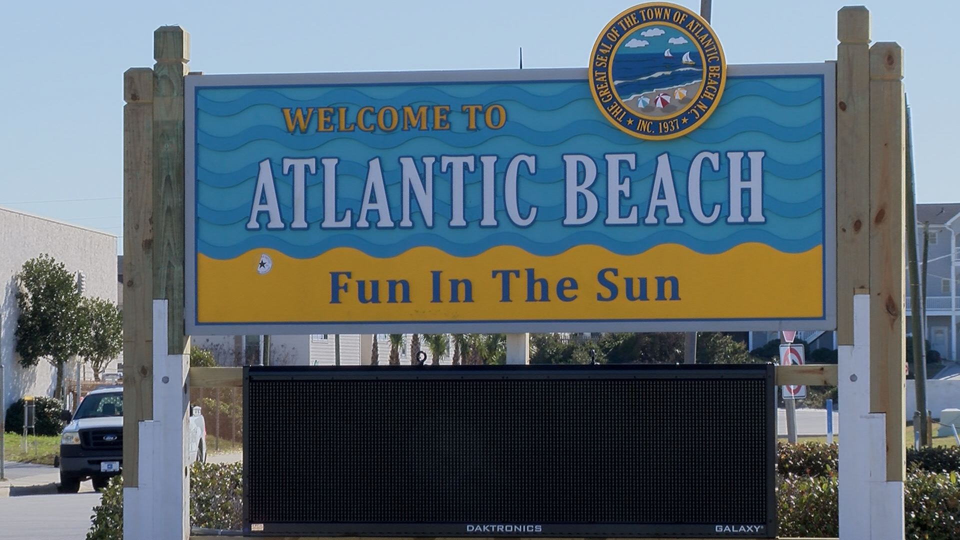 Man dies saving two teenagers from rip current in Atlantic Beach