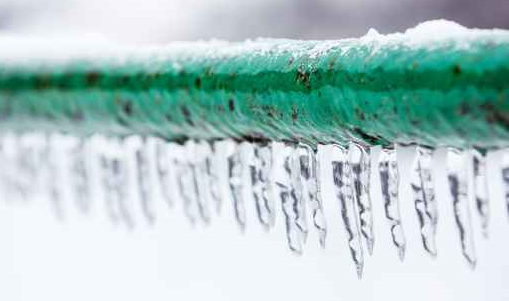 Prevent cold weather from freezing water pipes